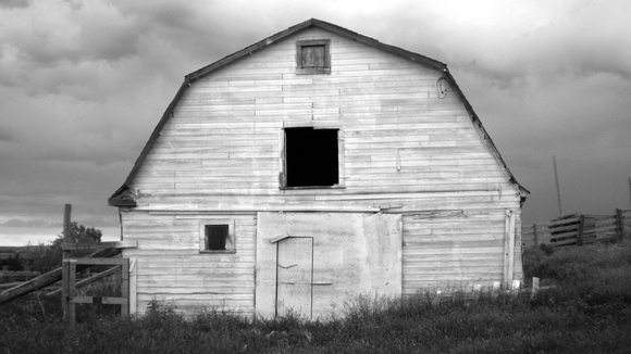 Black And White Barn - free wallpaper downloads
